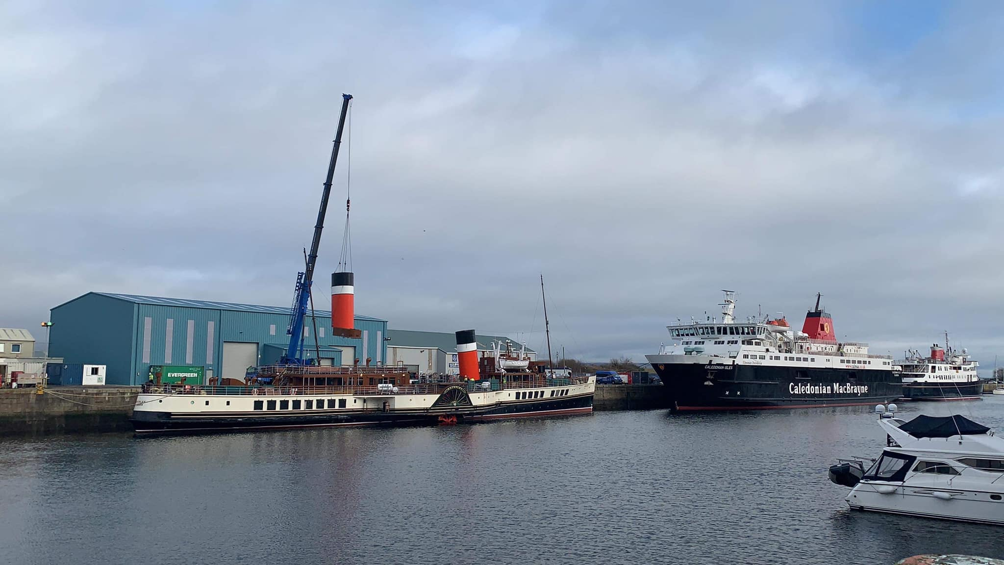 PS Waverley - funnel being removed by Dales Marine Services, Garvel (c) Paddle Steamer Preservation Society