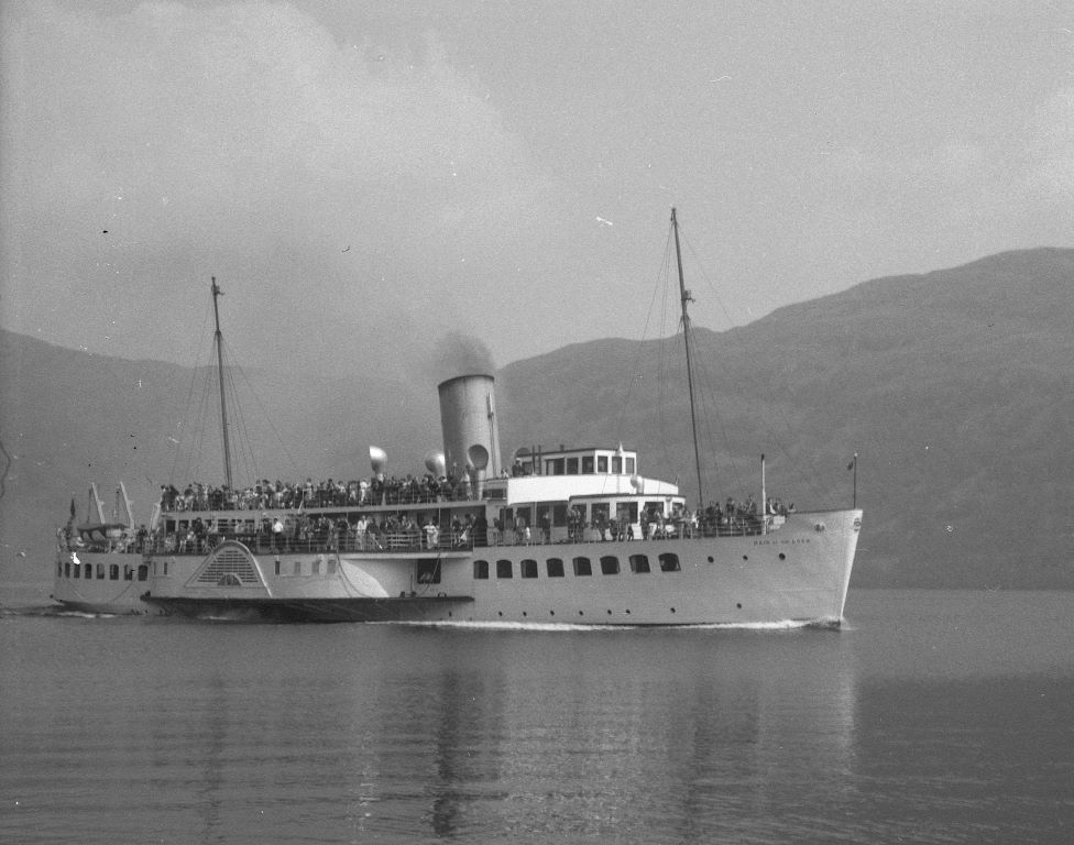 Maid of the Loch approaching Tarbet