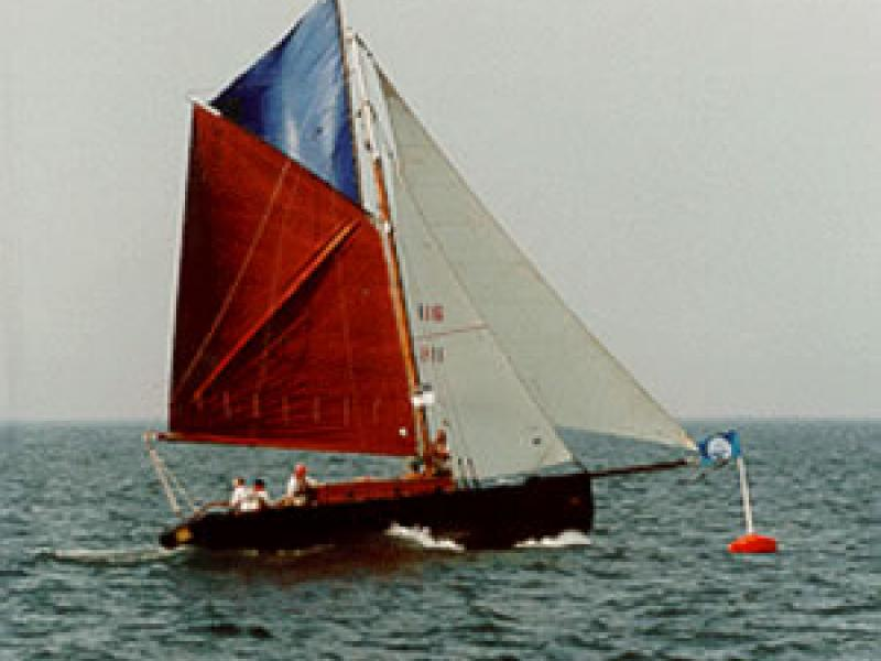 ALBION - under sail, stern view of the starboard quarter looking forward. Ref: Assoc Docs (3/albion.gif)
