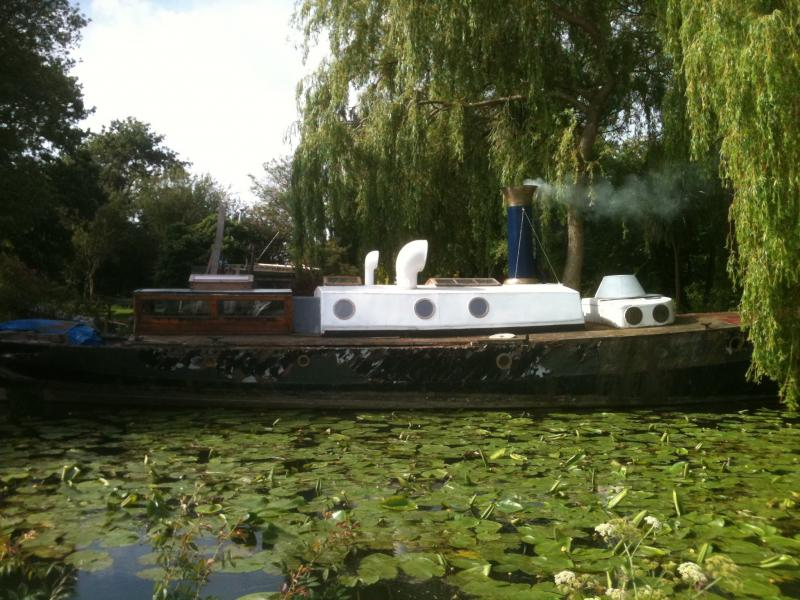 Fusil - underway on the canal