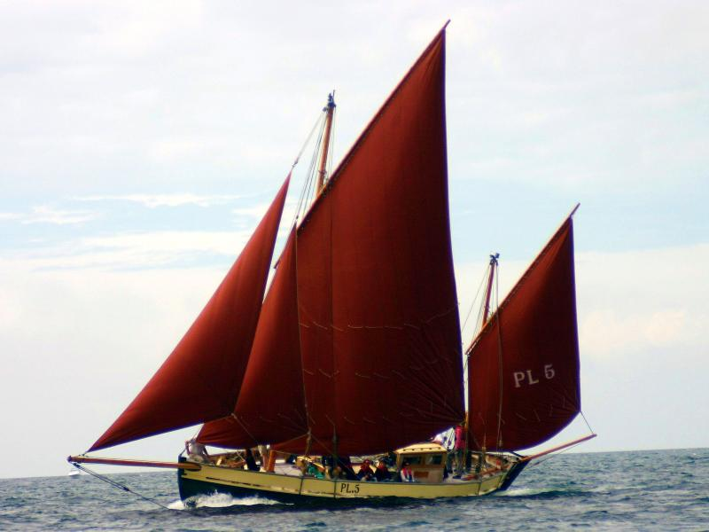 White Heather - under way, starboard view, Peel 2008