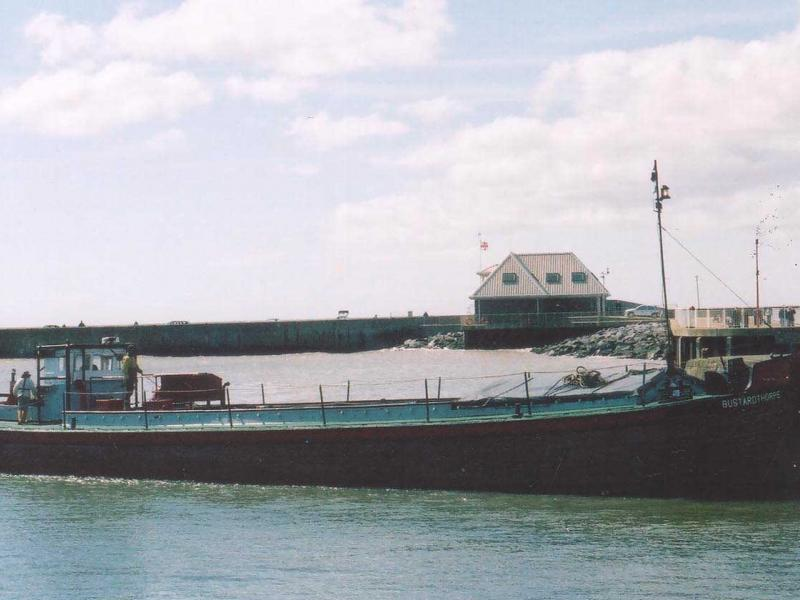 Bustardthorpe - starboard side view, under way