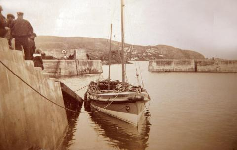 Helen Smitton arrives at St Abbs, Berwickshire, April 1910