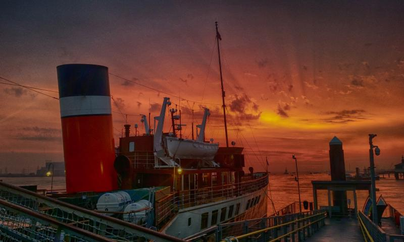 Photo Comp 2018 (C) - Morning sunrise over the Waverley at Gravesend, by Jason Arthur