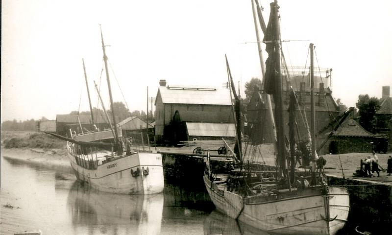 Thistle 1895 - second vessel in the picture is Harry, built in 1928 and renamed Deneb in 1933. Copyright Gerben Macke