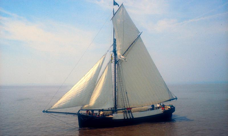 Port side view, in sail