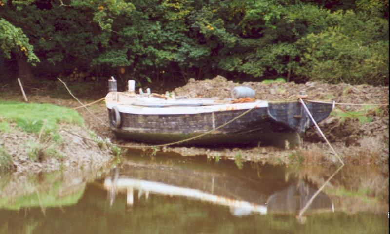 ADVANCE - at entrance to Sea Lock on Rolle Canal, River Torridge, in 1992. Ref: 13/advance 1992.gif