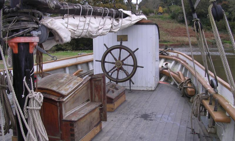 Garlandstone - wheel and companionway