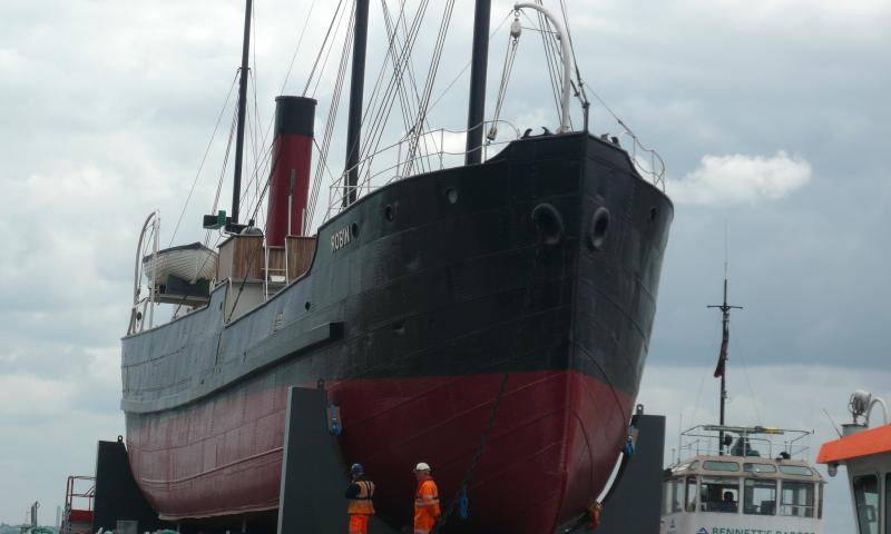 Robin arriving at Royal Dock