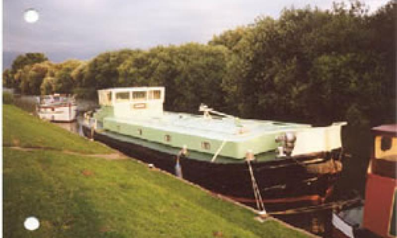 Vulcan - starboard bow.  Moored at Pyewipe, on the way back from Lincoln in 2000.