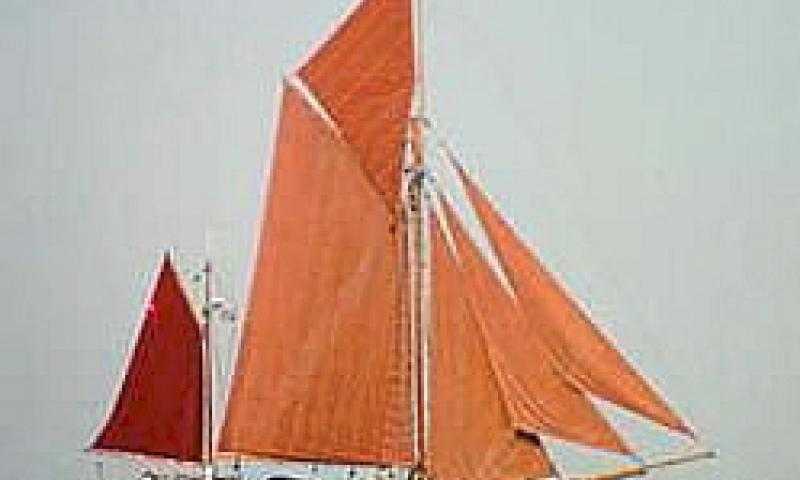 SPEEDWELL - August 1995, starboard side view, under sail off Cowes.